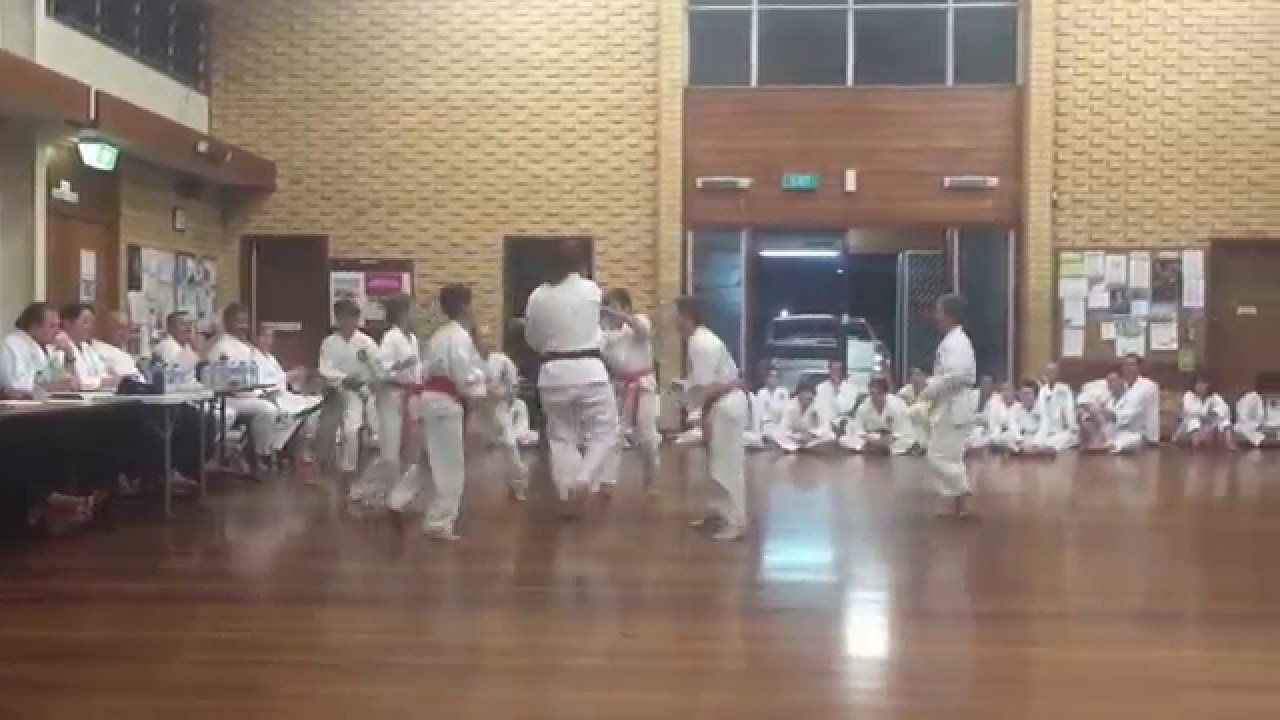 Black belt shotokan grading – kids help out